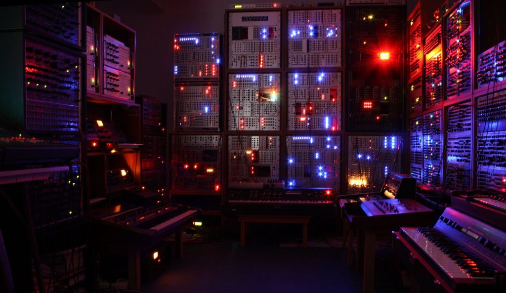 parallel-worlds-studio What is Analogue? - No Dough Music - House Music Blog